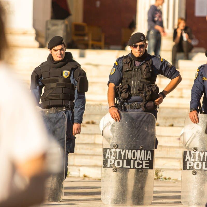 Протесты анархиста в Афинах, Греции стоковые изображения