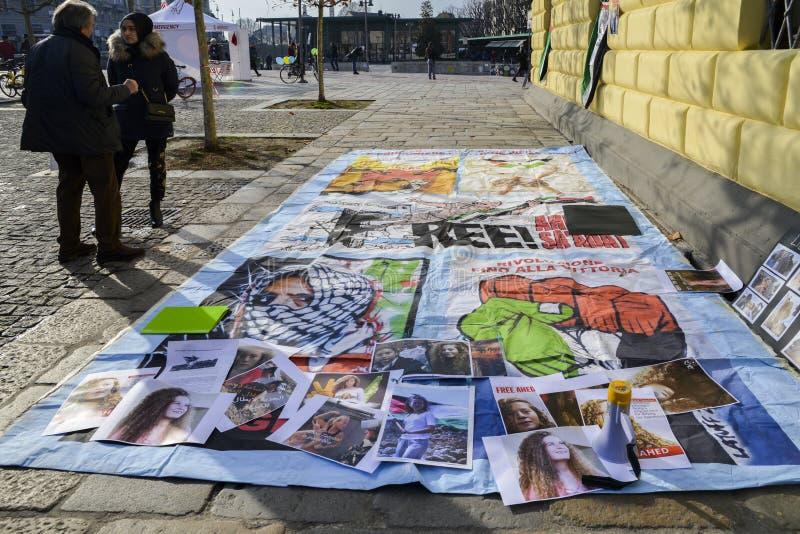 Протесты на улицах милана для отпуска Ahed Tamimi, 17-ти летней палестинской девушки, арестованной израильскими силами стоковое изображение