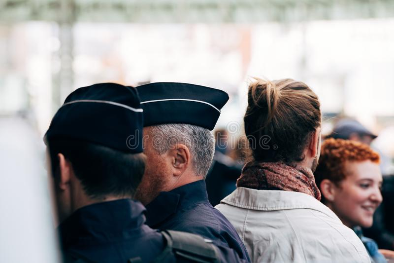 Протест наблюдения полиции в Франции против macron стоковая фотография rf