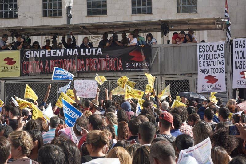 Протест учителей против реформы социального обеспечения sao Бразилии paulo стоковая фотография