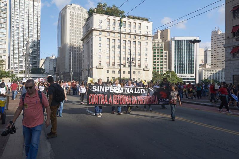 Протест учителей против реформы социального обеспечения sao Бразилии paulo стоковые фото