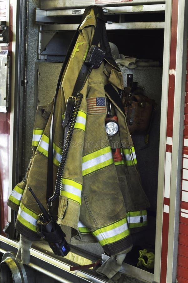 Противопожарный инвентарь на пожарной машине стоковые изображения rf