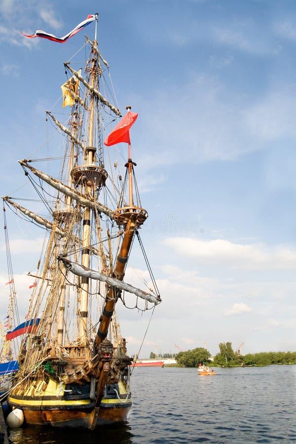 противостоьте старый корабль sailing стоковое фото