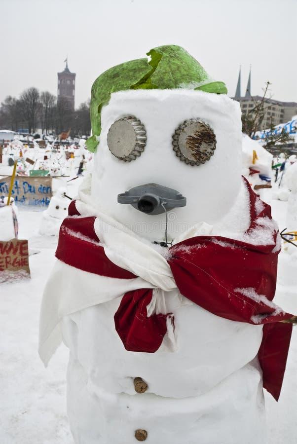 против гловальный греть снеговиков стоковые изображения