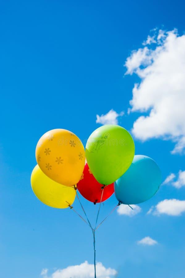 против неба воздушных шаров стоковое фото rf