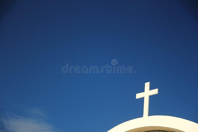 против неба креста церков стоковые изображения