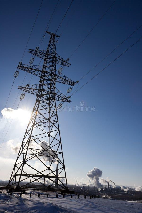 против промышленной линии силы ландшафта штендера стоковая фотография rf