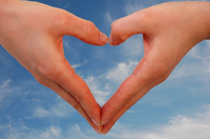 против bl формируя сердце рук стоковое изображение
