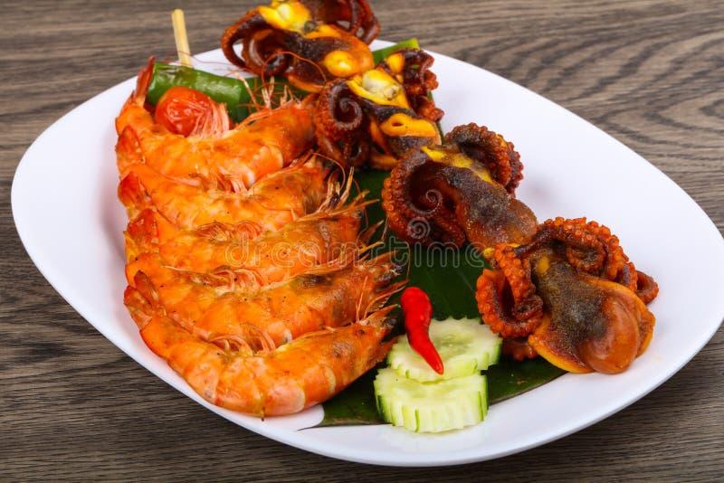 Протыкальник с осьминогом и креветкой стоковое фото rf