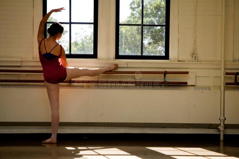 протягивать балерины стоковое фото rf