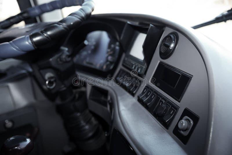 Профессиональная кабина водителя в современном автобусе стоковое фото rf