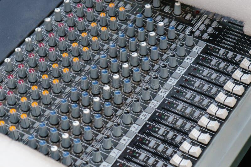 Профессиональное оборудование студии для ядровый смешивать Ядровый выравниватель стоковые изображения
