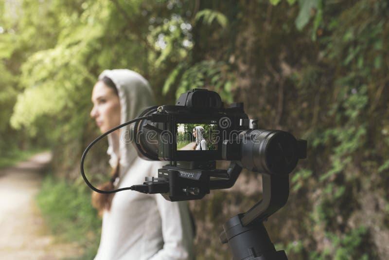 Профессиональное фото снимая outdoors в природе стоковое фото