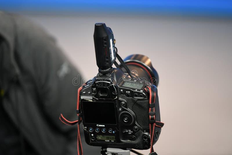 Профессиональное цифровой фотокамера канона стоковая фотография