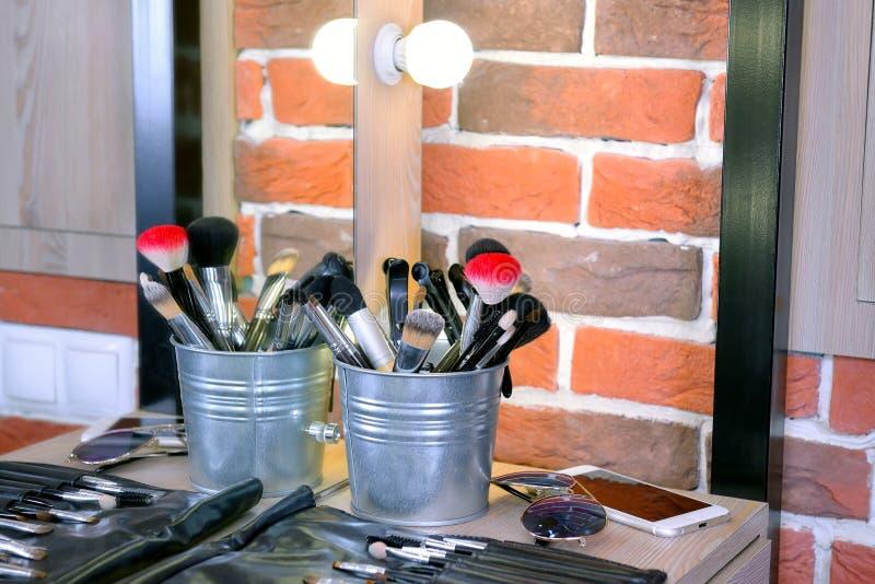 Профессиональные щетки различных размеров для составляют стоковое изображение