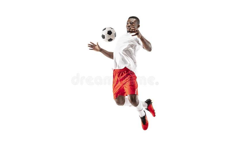 Профессиональный африканский футболист футбола изолированный на белой предпосылке стоковые изображения