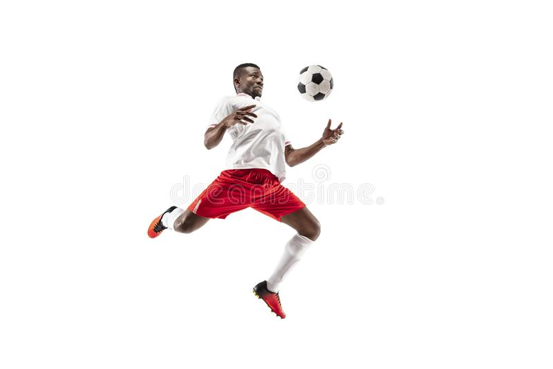 Профессиональный африканский футболист футбола изолированный на белой предпосылке стоковая фотография
