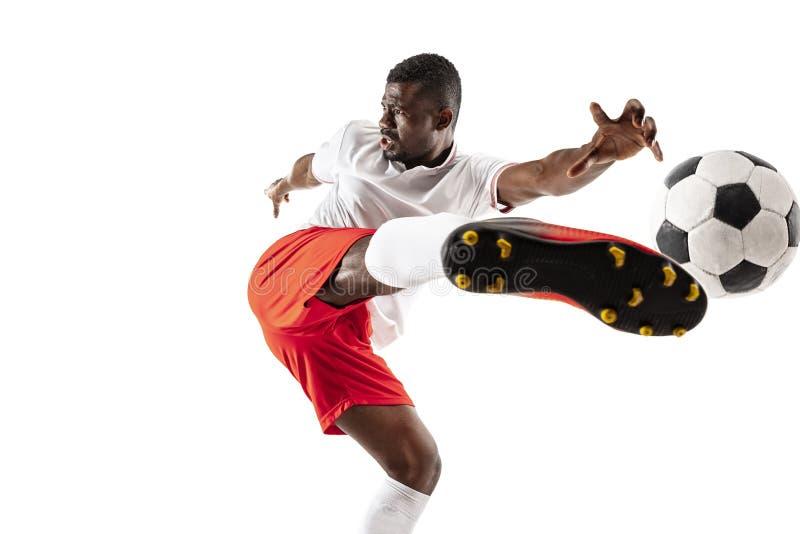Профессиональный африканский футболист футбола изолированный на белой предпосылке стоковое фото