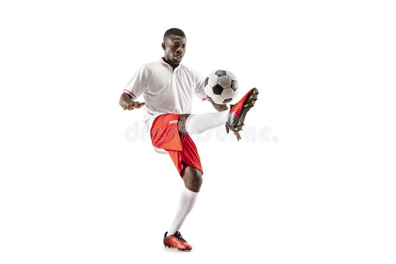 Профессиональный африканский футболист футбола изолированный на белой предпосылке стоковое изображение rf