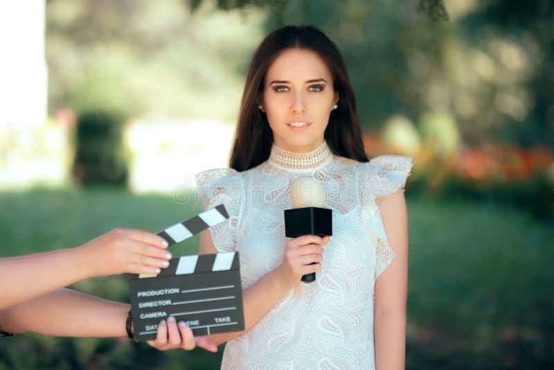 Профессиональный женский талант прослушивая для отливки фильма кино видео- стоковые фото