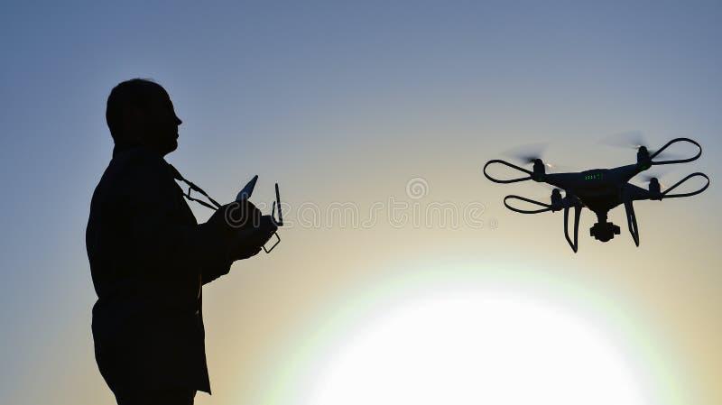 профессиональный пилот и управление воздушных судн стоковые фото