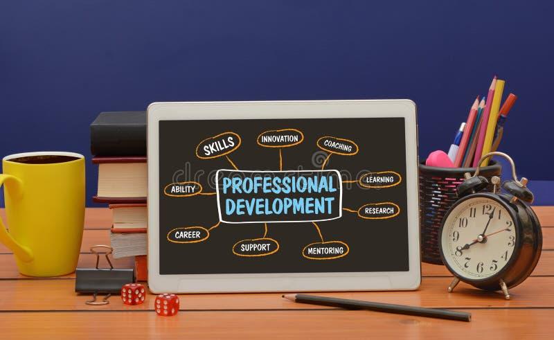 Профессиональный чертеж диаграммы развития на экране планшета стоковая фотография