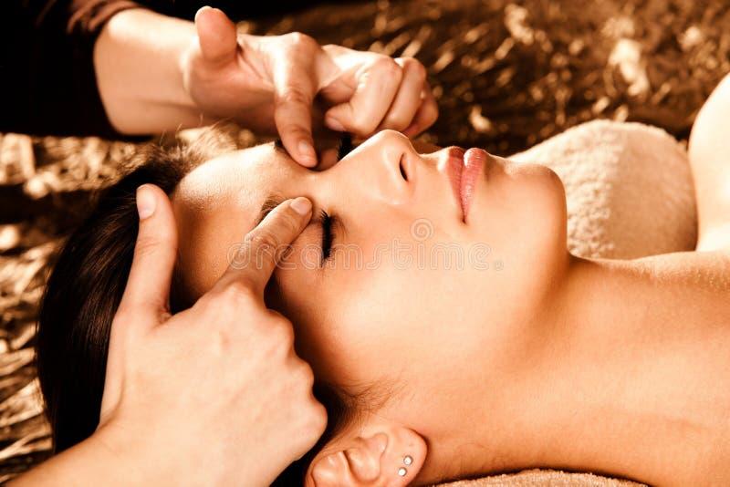 профессионал массажа стороны стоковая фотография rf