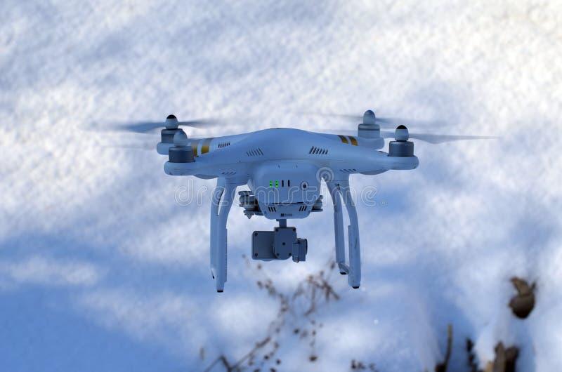 Профессионал фантома 3 quadrocopter трутня с высокой цифровой фотокамерой разрешения стоковая фотография rf