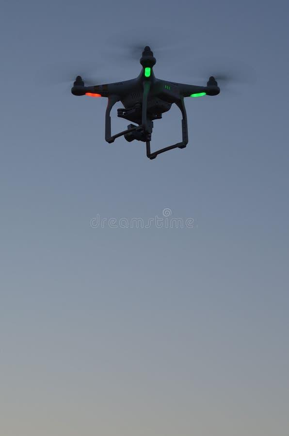 Профессионал фантома 3 quadrocopter трутня с высокой цифровой фотокамерой разрешения стоковые фото