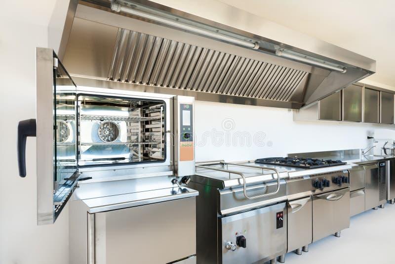 Профессиональная кухня стоковое фото