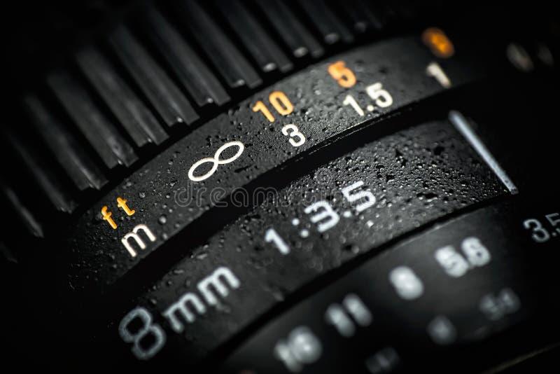 Профессиональный объектив DSLR на темной предпосылке Фото макроса стоковые фото