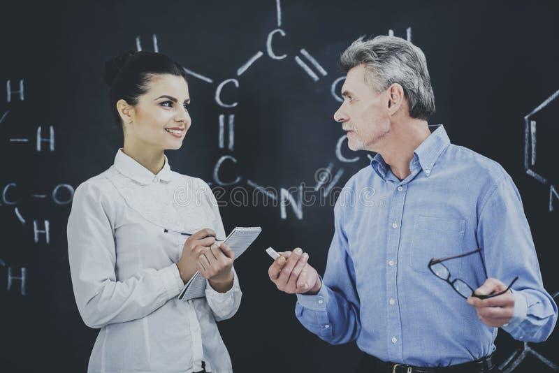 Профессор Consultates Студент О Химия стоковое фото rf