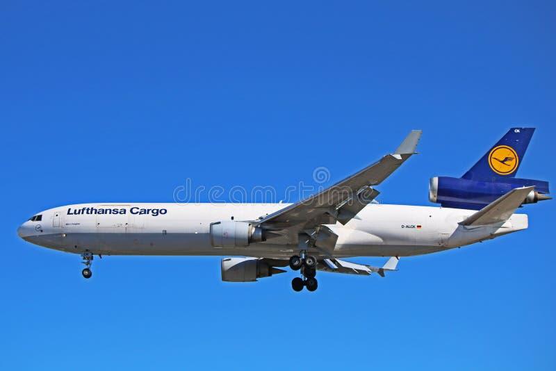 Профиль стороны фрахтовщика McDonnell Douglas MD-11 груза Люфтганза стоковые фотографии rf
