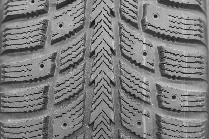 Профиль шины зимы конца-вверх Текстурированный профиль шины Часть совершенно новой современной автошины автомобиля зимы стоковая фотография rf