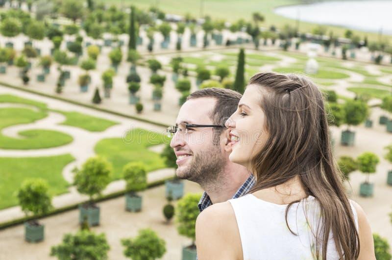 Профиль счастливой молодой пары стоковая фотография rf