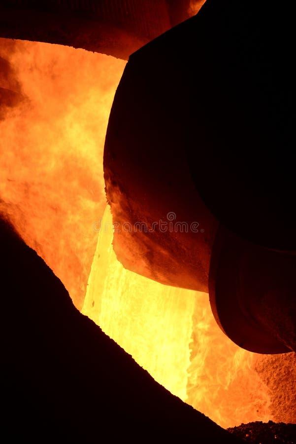 Процесс литья металла стоковое фото