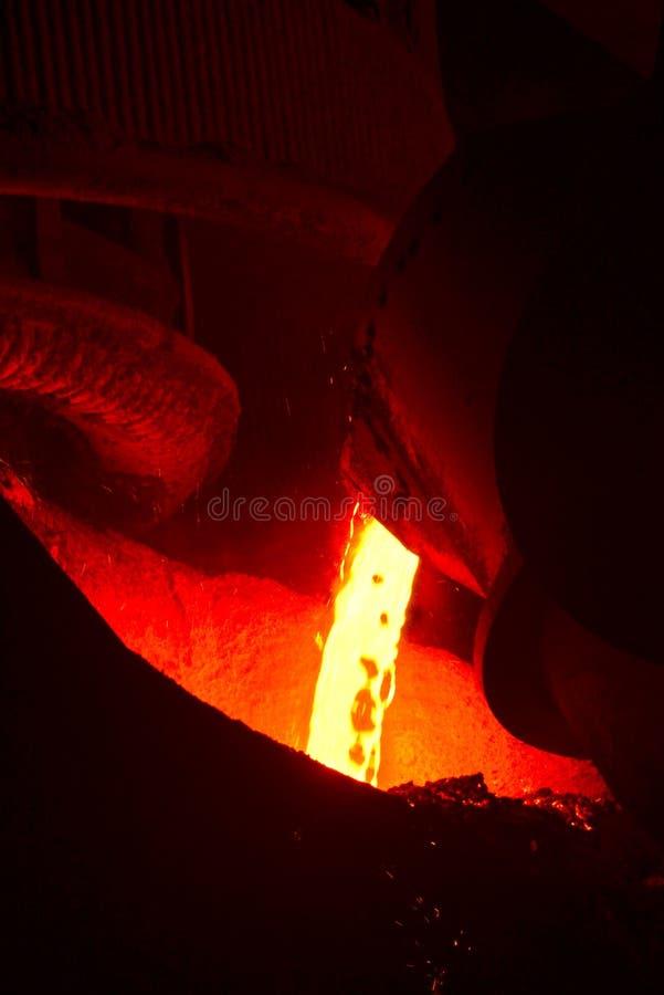 Процесс литья металла стоковая фотография rf