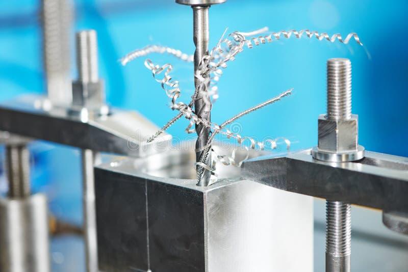 Процесс конца-вверх подвергать механической обработке сверла металла стоковое фото