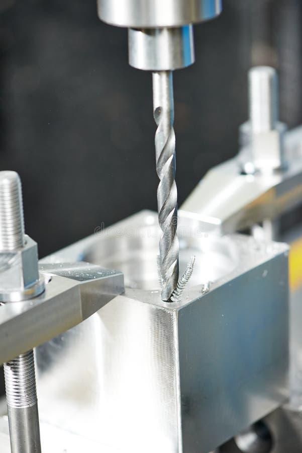 Процесс конца-вверх подвергать механической обработке сверла металла стоковое фото rf