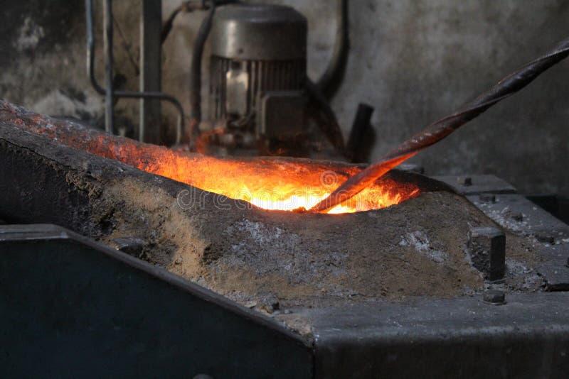 Процесс литья в плавильне стоковая фотография