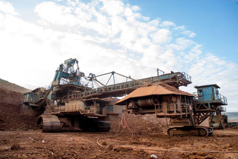 Процесс машинного оборудования в угольной шахте стоковое изображение rf