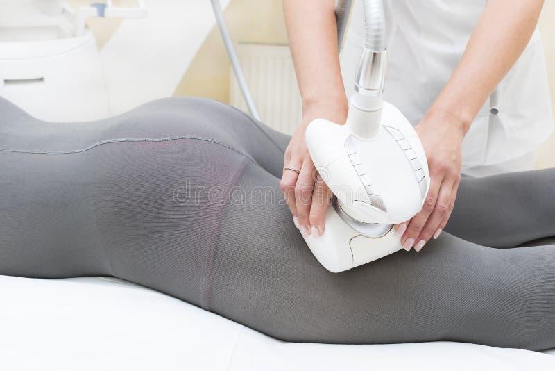 Процесс на lipomassage клиники стоковые изображения