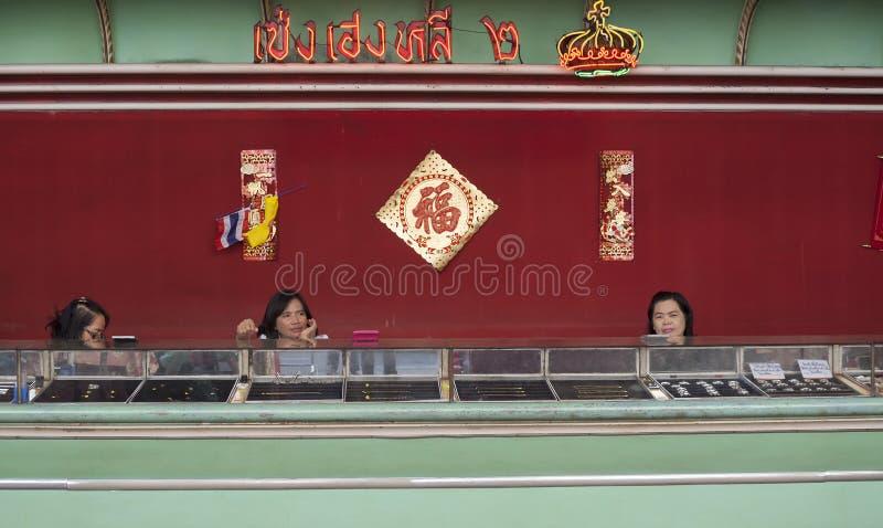 Продавать золото в городке Китая стоковые фотографии rf