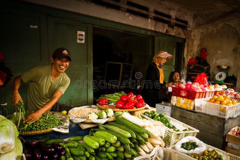 Продавец еды улицы в Джакарте, Индонезии стоковые фотографии rf
