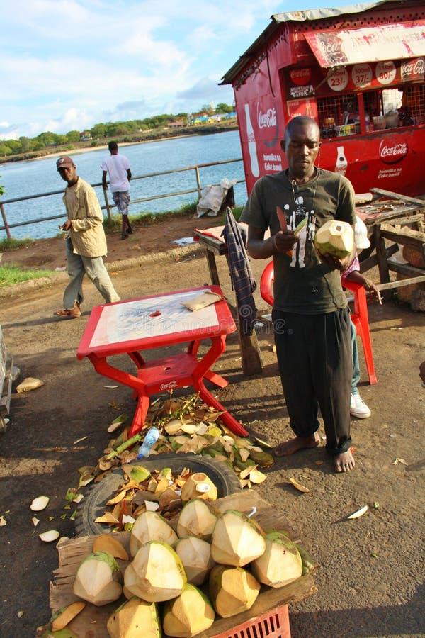 Продавец кокоса mombasa стоковое фото rf
