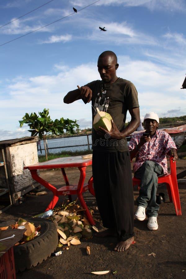 Продавец кокоса mombasa стоковая фотография rf