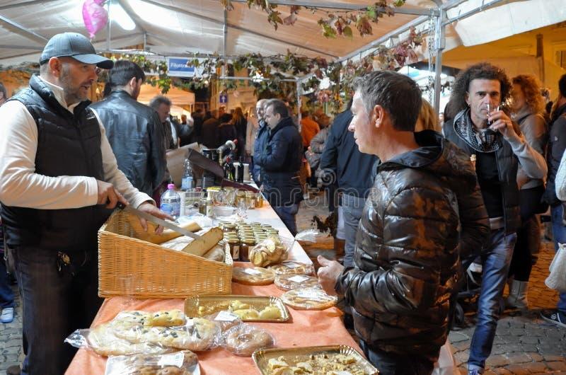 Продавец хлеба и пиццы стоковая фотография rf