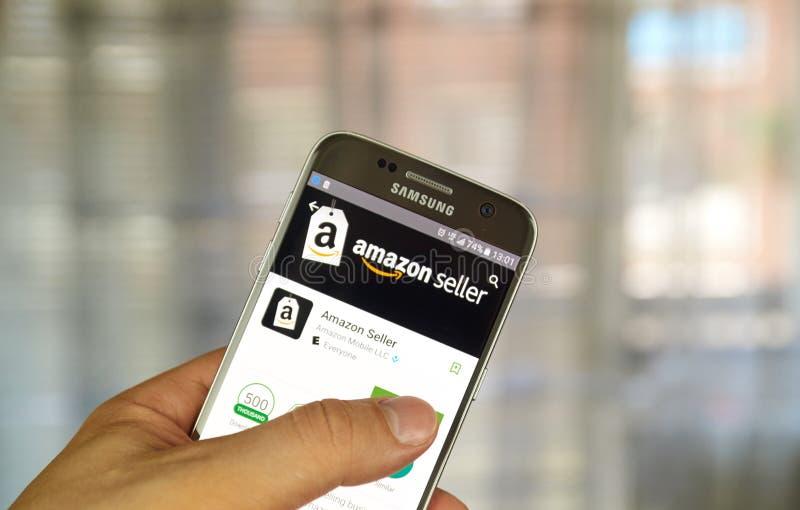Продавец app Амазонки стоковое изображение rf