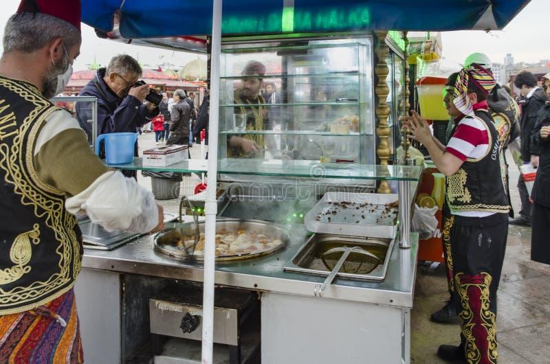 Продавцы помадки укуса тахты Eminonu традиционные стоковые изображения rf