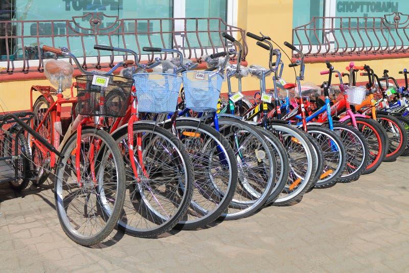 Продажа велосипедов на улице стоковое фото rf